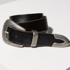 https://www.urbanoutfitters.com/shop/ecote-metal-tipped-leather-belt?adpos=1o1&cm_mmc=SEM-_-Google-_-PLA-_-82529910784_product_type_w_product_type_acc_product_type_belts&color=001&creative=210011023852&device=c&gclid=Cj0KCQiA28nfBRCDARIsANc5BFDlNWll8-rjwt71AnrosUY8pKeYGkMAKTU5E-lw_3SmggrGZniQTasaAlD_EALw_wcB&inventoryCountry=US&matchtype=&mrkgadid=3073399898&mrkgcl=671&network=g&product_id=32648172&quantity=1&type=REGULAR&utm_campaign=PLA